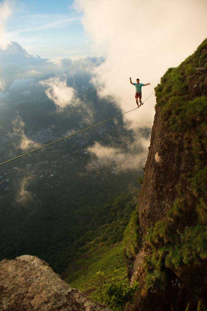 Rio de Janeiro üzerinde ip üzerinde tehlikeli bir yürüyüş ( 10 Fotograf)