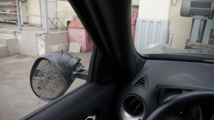 Блоггер с болгаркой мстит подрезавшим его водителям (4 фото + видео)