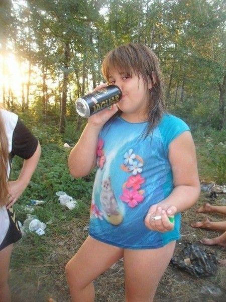 Девушки и алкоголь из социальных сетей (27 фото)