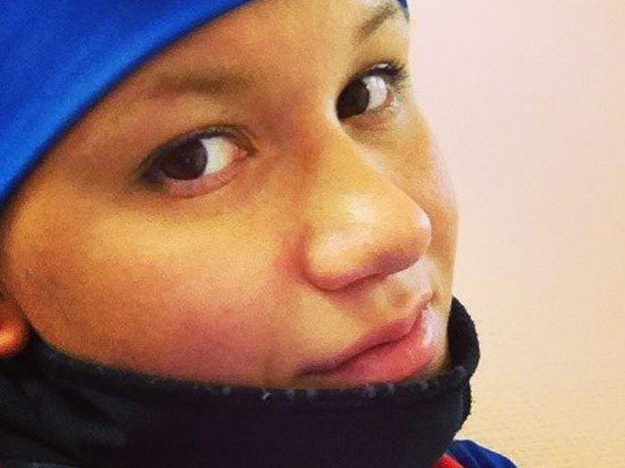 Юная спортсменка начала гонку по биатлону в нижнем белье (7 фото)