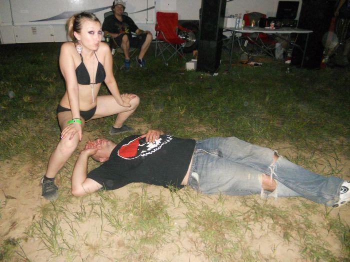 Девушки троллят пьяных парней (36 фото)