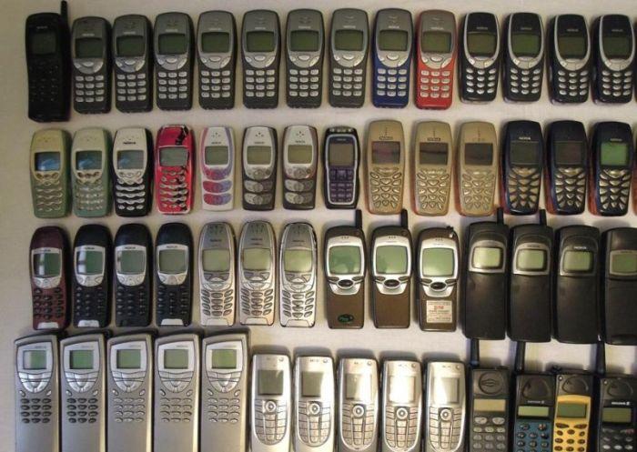 Огромная коллекция классических мобильных телефонов за бесценок (7 фото)