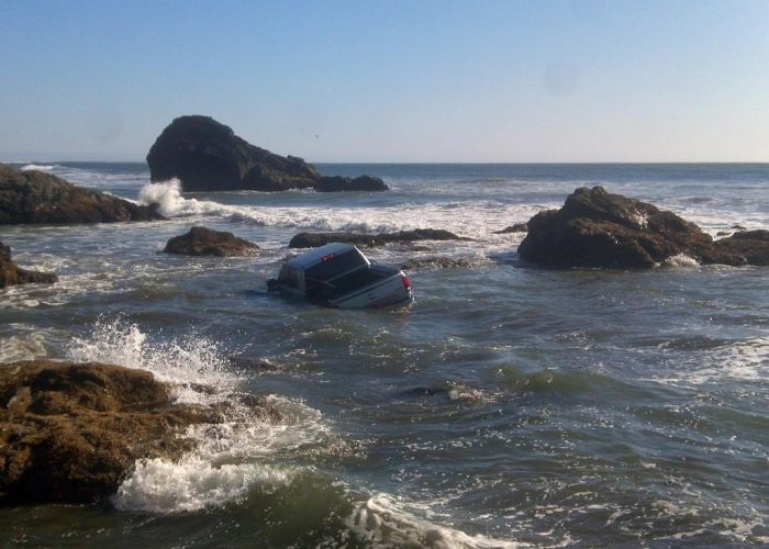 Фотосессия тюнингованного авто пошла не по плану (3 фото)