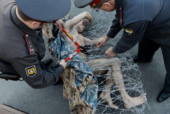 Радикальные методы борьбы с репрессивной законодательной системой (11 фото)