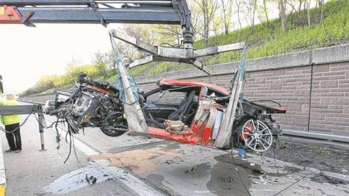 Спорткар Ferrari 430 Scuderia после аварии на скорости 300 км/ч (7 фото)
