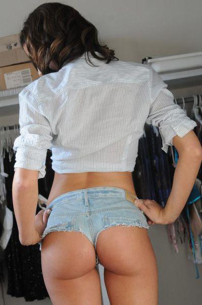 Стройные девушки в коротких шортиках (30 фото)