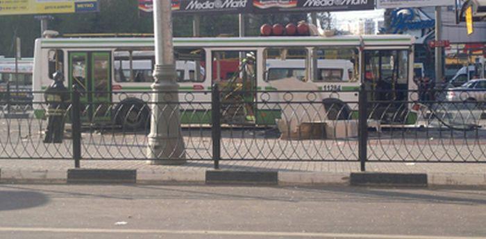 Взрыв автобуса в Москве (2 фото + 2 видео)
