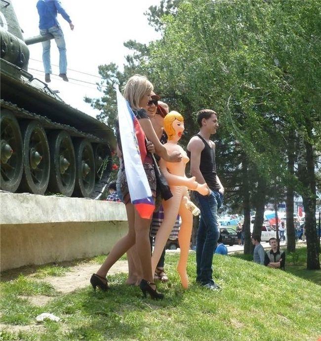 Странная фотосессия на день Победы по-ставропольски (3 фото)