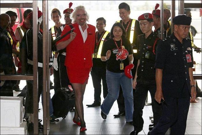 Миллиардер проиграл пари и стал стюардессой (9 фото)