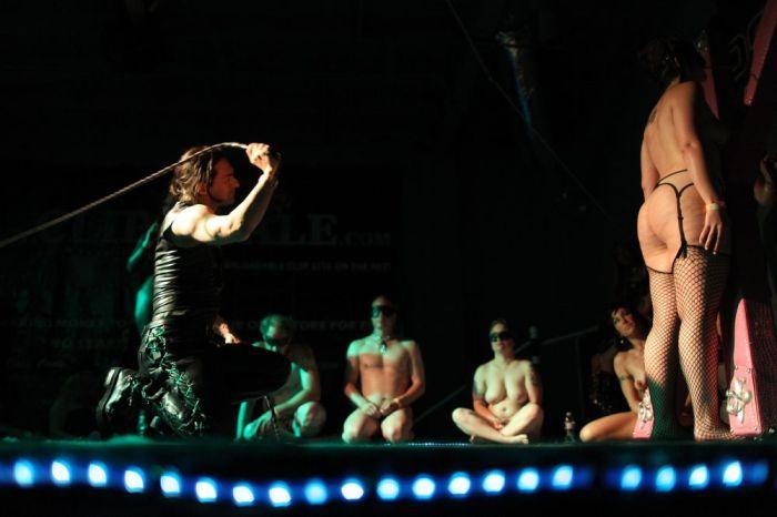 DomConLA ежегодный фестиваль для фанатов БДСМ (34 фото)