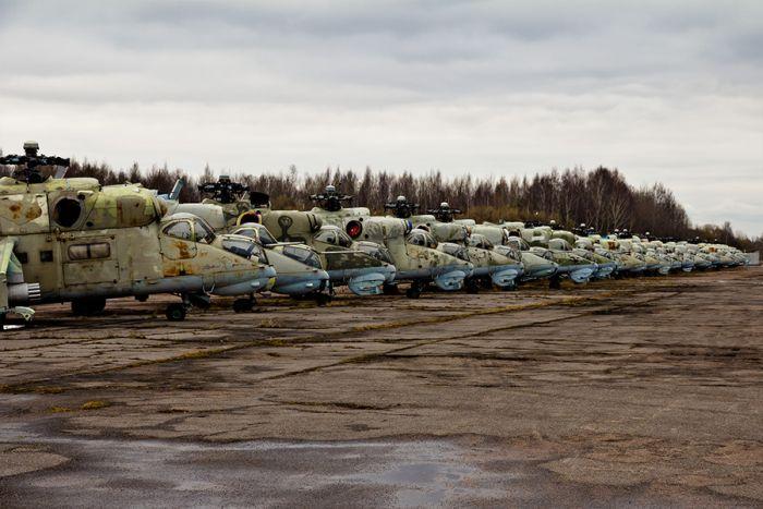 Закрытая вертолётная стоянка (52 фото)