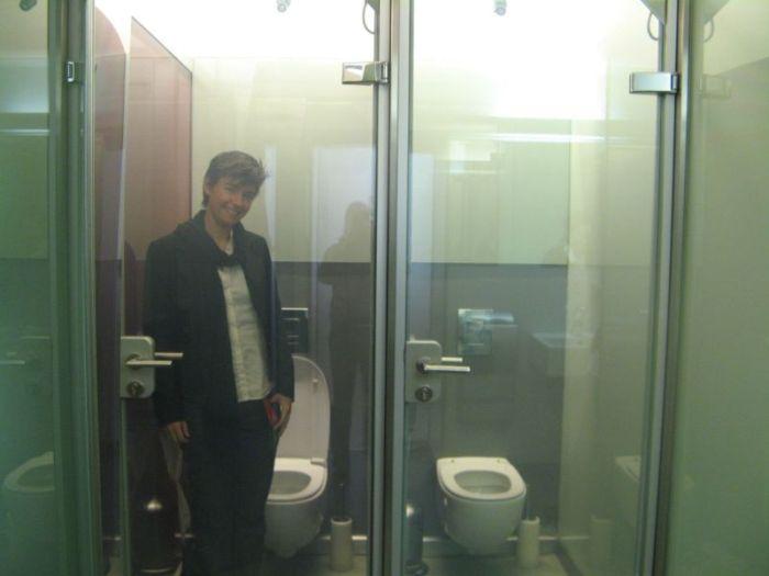 Сделали из мужика туалет видео