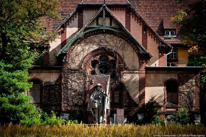 Заброшенный советский госпиталь на территории Германии (35 фото)