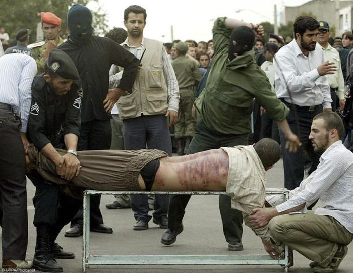 Правосудие по-ирански (3 фото)