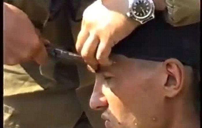 Российского солдата не остановит даже выстрел в голову из АК-47 (10 фото)