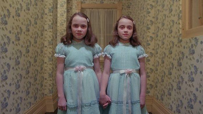 "Близняшки из кифильма ""Сияние"" тогда и сейчас (2 фото)"
