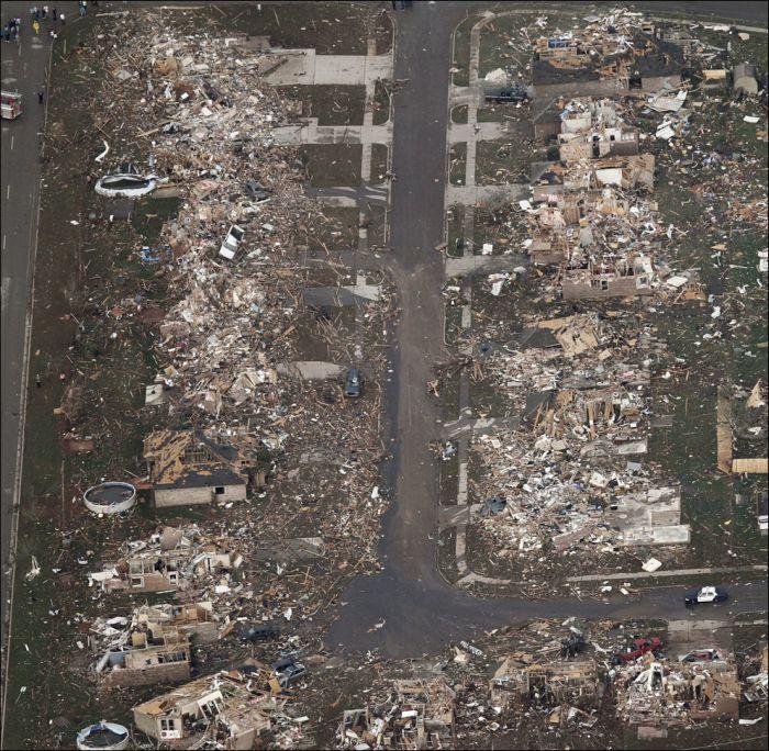 Последствия мощного торнадо в Оклахоме, США (23 фото)