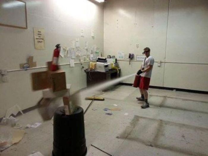 Подборка забавных приколов на работе. Часть 2 (43 фото)