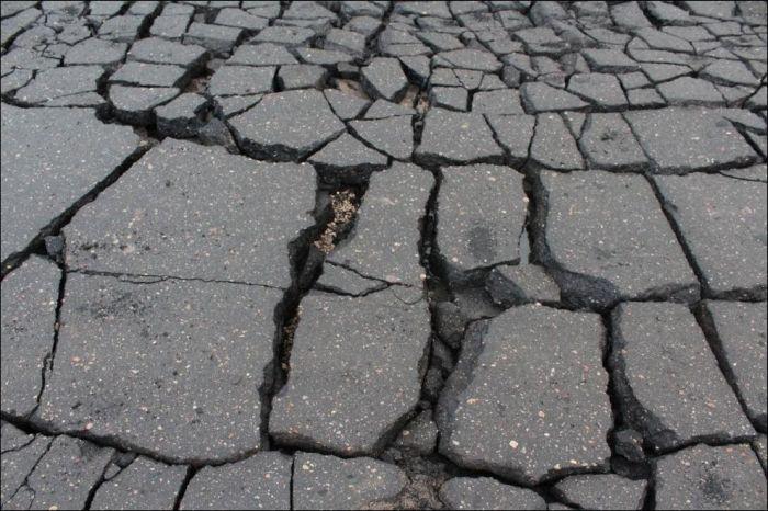 Когда дорога превращается в пазл (2 фото)