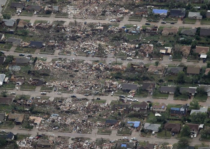 Последствия мощного торнадо в Оклахоме, США. Вид сверху (24 фото)