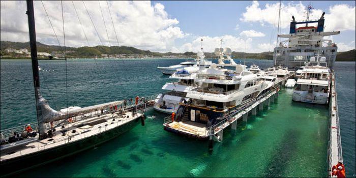 Транспортировка дорогостоящих яхт (12 фото)