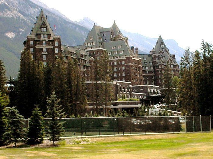 ТОП-10 самых жутких гостиниц в мире (10 фото)