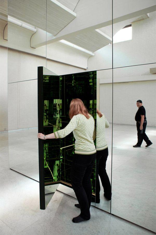 Эффект бесконечности в зеркальной комнате (4 фото + видео)