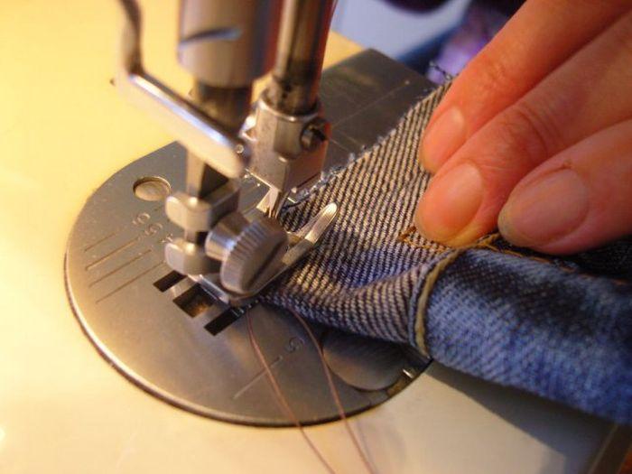 Делаем чехол для мобильного телефона из джинсов (30 фото)