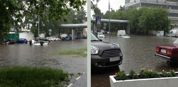 Затопленная улица в Москве (17 фото)