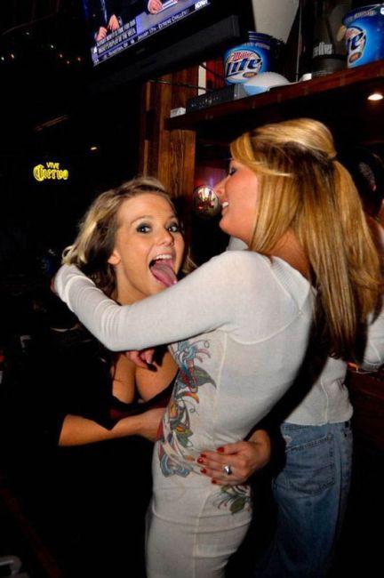 Пьяные девушки делают глупые вещи (40 фото)