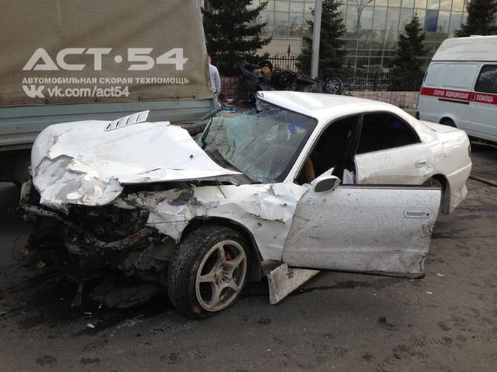 Жуткая авария в Новосибирске (10 фото + видео)