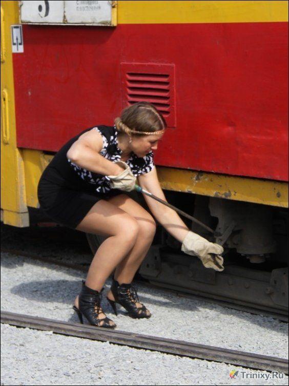 Сексуальные, однако, в Барнауле водители трамваев (4 фото)