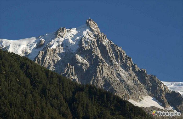 Удивительное место на вершине горы Эгюий-дю-Миди (13 фото)