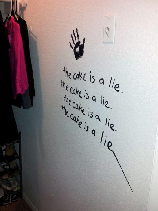 """Делаем комнату в стиле игры """"Portal"""" своими руками (57 фото)"""