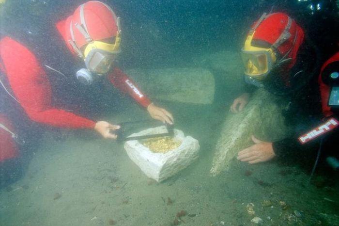Подводное погружение к древнему городу (20 фото)