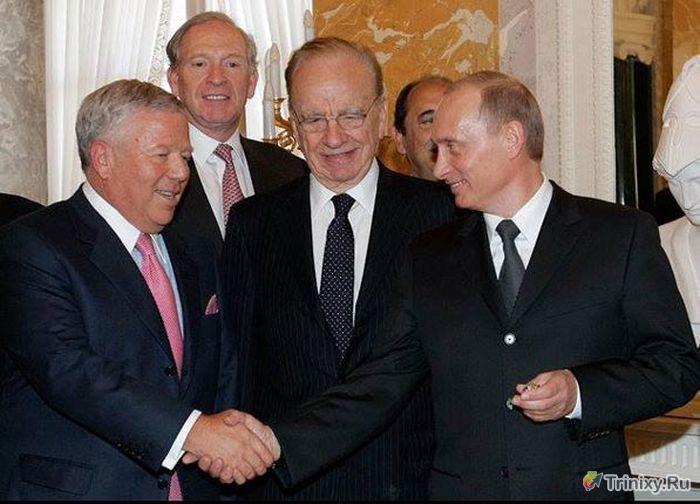 Как Путин присвоил себе чужой золотой перстень (2 фото)
