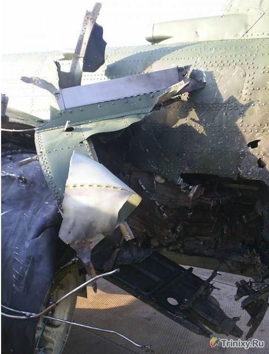 Героическая посадка подбитого Су-25 (6 фото)