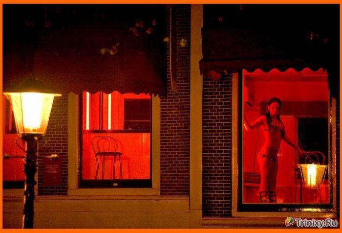 Фотопрогулка по улице красных фонарей (11 фото)