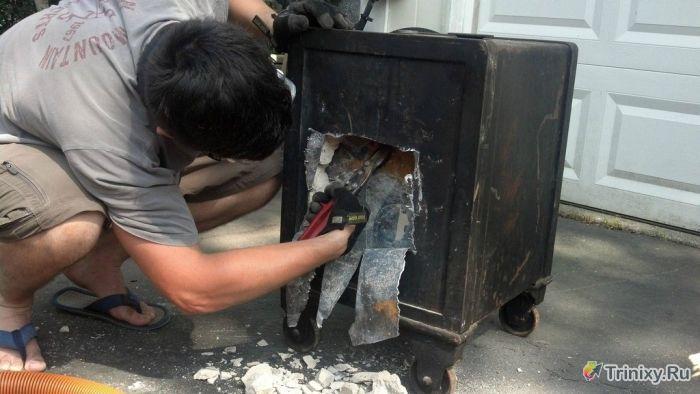 Вскрываем старинный закрытый сейф (38 фото)