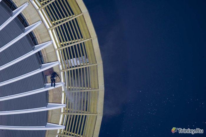 """Чистка башни """"Спейс-Нидл"""" (11 фото)"""