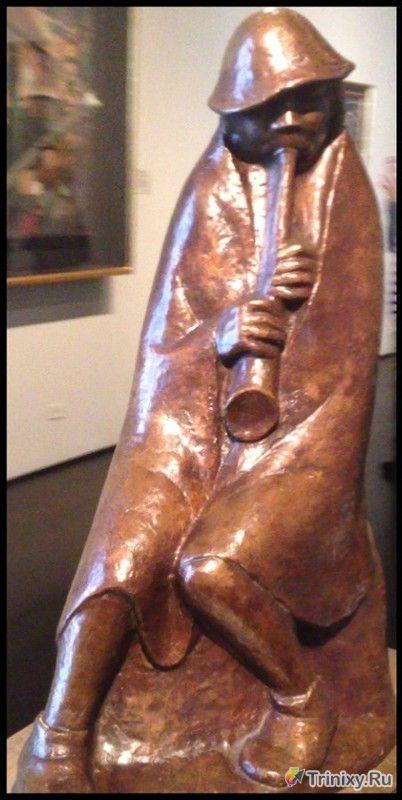 Странная статуэтка в лучших традициях Зигмунда Фрейда (2 фото)