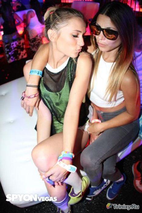Сексуальные красотки с фестиваля электронной музыки в Лас-Вегасе (72 фото)