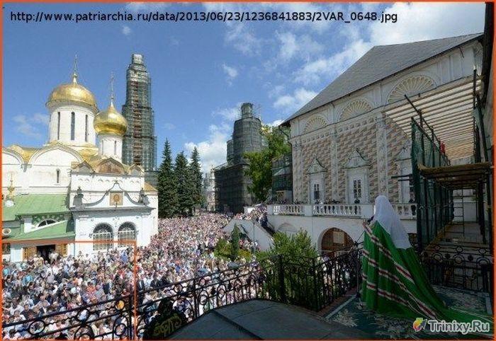 Количество верующих растет на глазах благодаря фотошопу (2 фото)