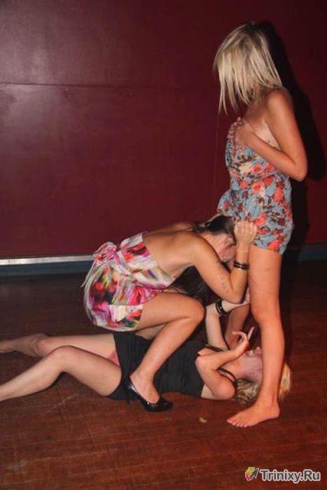 Пьяные девушки отрываются на полную катушку (58 фото)