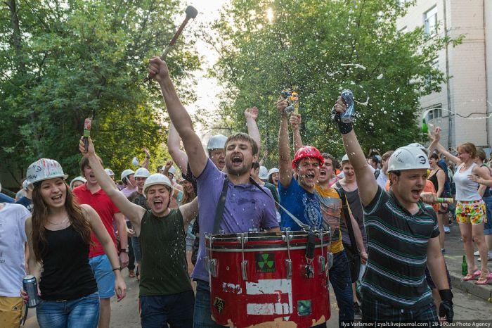Традиционный заезд инженеров на тазиках 2013 (45 фото)