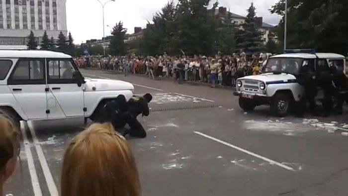 """""""Газель"""" ОМОНа протаранила зрителей (1 фото + видео)"""