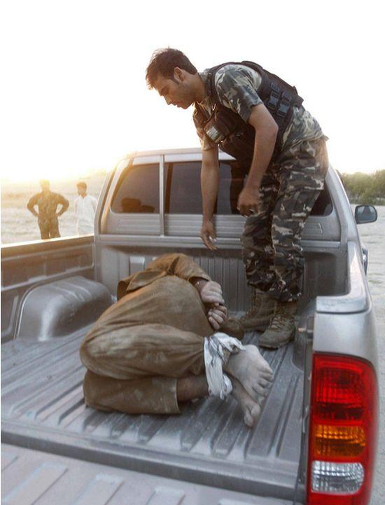 Разминирование бомбы на груди смертника (3 фото)