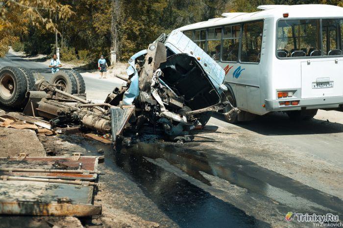 Авария грузовика с пивом (13 фото)