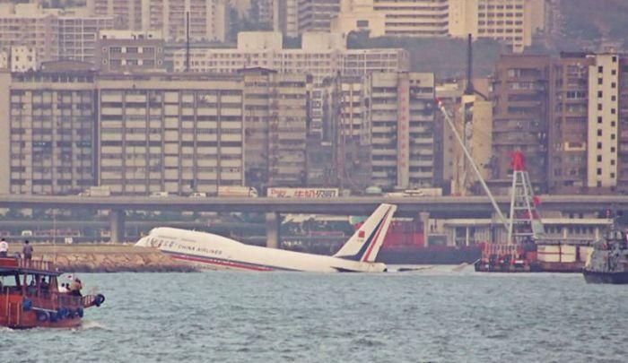 Кай Так - cамый опасный в мире аэропорт (13 фото + видео)