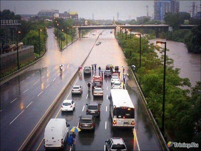Последствия наводнения в Торонто (31 фото)